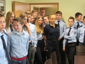 Pruszcz wizyta klasy mundurowej w komendzie (2)