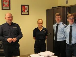Pruszcz wizyta klasy mundurowej w komendzie