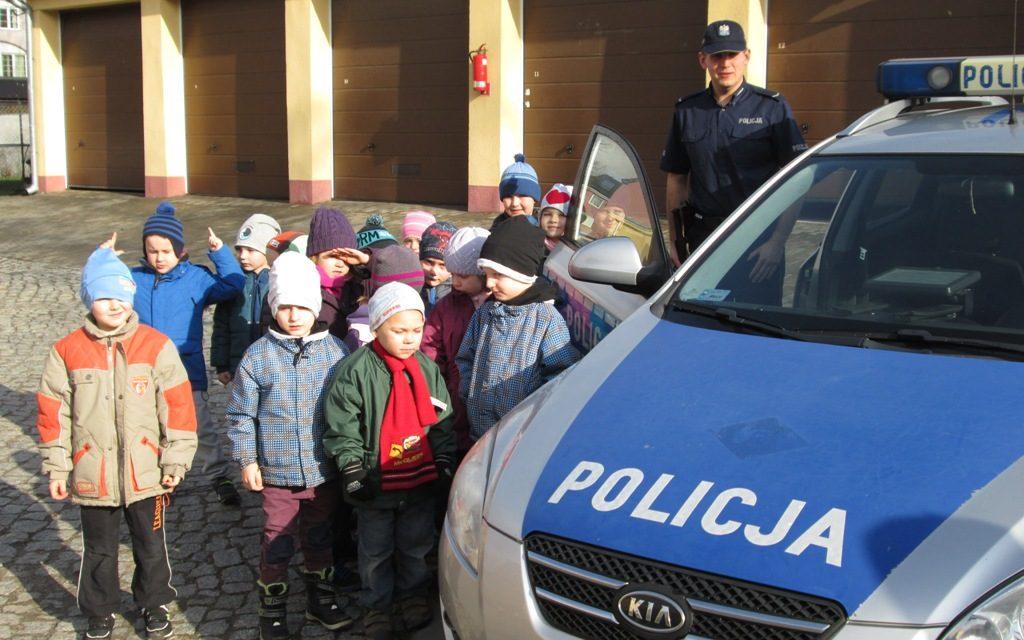 DZIECI Z WIZYTĄ U PRUSZCZAŃSKICH POLICJANTÓW