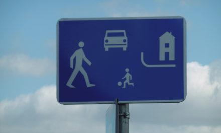 Strefa zamieszkania – co dokładnie oznacza ten znak?