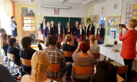 """Akcja """"Nie jest kolorowo"""" w Niemenczynie – rejon wileński na Litwie z udziałem reprezentanta gminy Suchy Dąb."""
