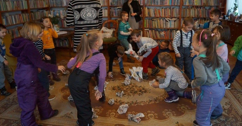 O bibliotece i tradycjach świątecznych