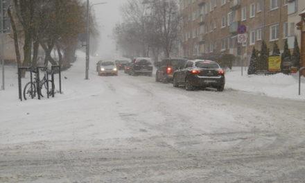 Raport z pruszczańskich dróg – zima wygrywa!