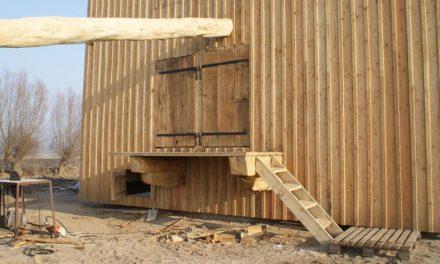 Zabytkowy wiatrak trafił do Mokrego Dworu