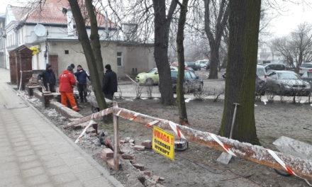 """""""Nowy"""" zabytkowy płot przy ul. Grunwaldzkiej"""