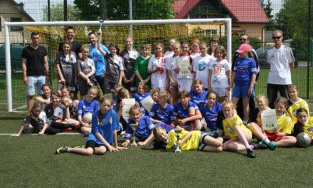 Półfinał Wojewódzki w Piłce Nożnej Dziewcząt w Suchym Dębie