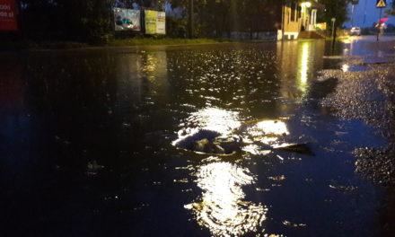 Skutki ulewy – zalane piwnice i nieprzejezdne drogi