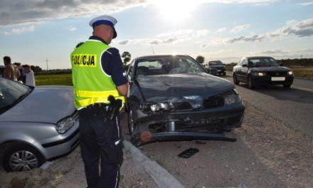POLICJANCI Z PRUSZCZA PRACOWALI NA MIEJSCU WYPADKU DROGOWEGO
