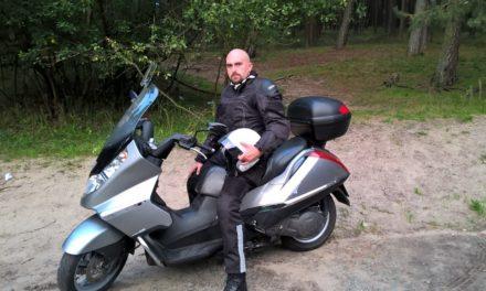 DZIELNICOWY, KTÓRY UWIELBIA JAZDĘ MOTOCYKLEM
