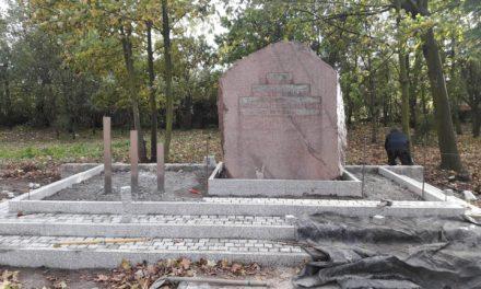 Odnawiają miejsce pamięci przy ul. Powstańców Warszawy
