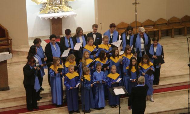 """""""Listopadowe Śpiewanie"""" przyciągnęło amatorów wspólnego śpiewania"""
