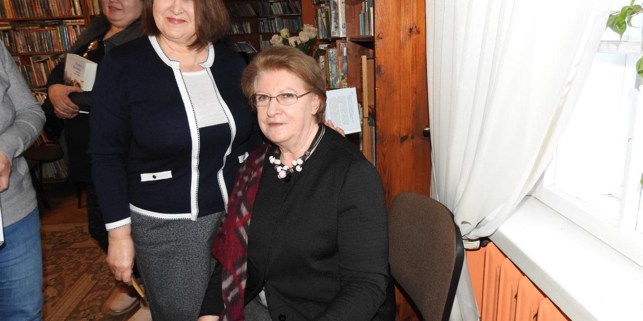 "Hanna Suchocka  ,,Ambasador trzech papieży"""