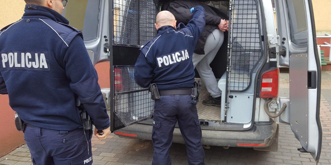 TRZECH POSZUKIWANYCH ZOSTAŁO ZATRZYMANYCH W CIĄGU JEDNEGO DNIA PRZEZ POLICJANTÓW