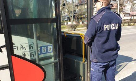 Policjanci informowali o nowych przepisach podczas kontroli autobusów